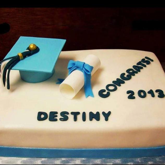 1/4 sheet graduation cake