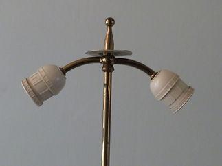 classic tripod lamp detail 2 x27 E.JPG