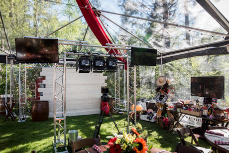 5 REASONS TO HAVE A SLOW MOTION BOOTH AT YOUR WEDDING