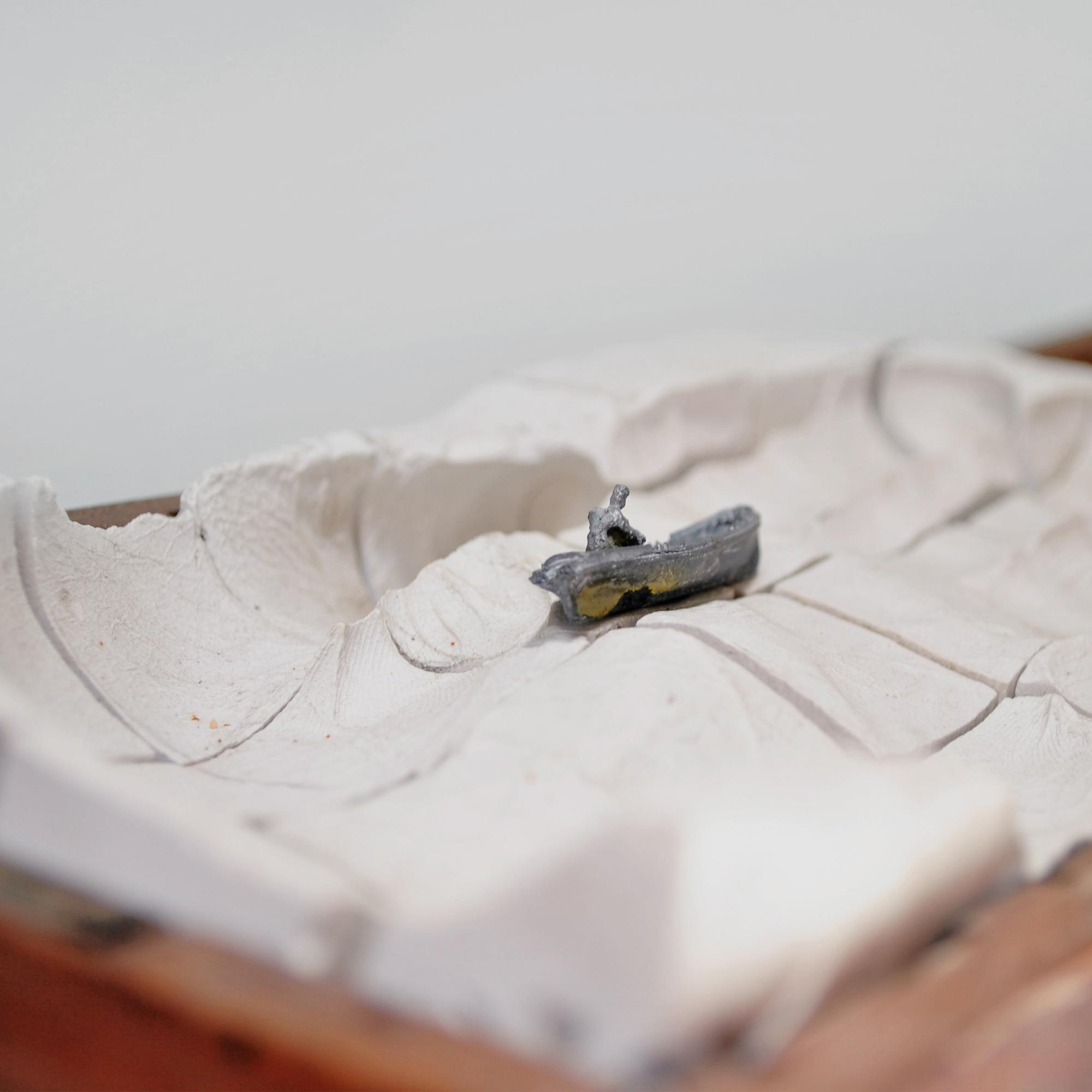 35. Caja con huella de mano en yeso