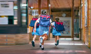 Obtenga comunicaciones inteligentes y confiables en cualquier lugar de la escuela.
