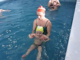 Польза плавания для малышей