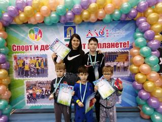 """Наши """"Солнечные лучики"""" стали победителями и призерами соревнования по плаванию"""