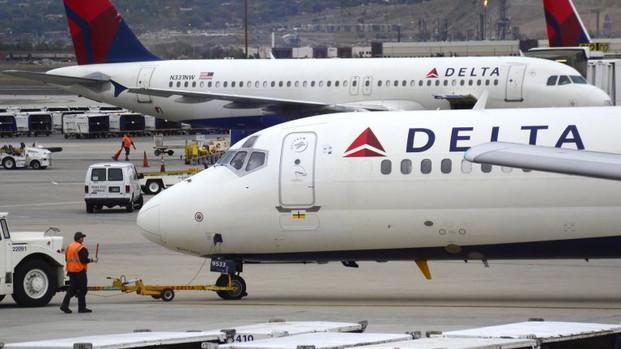Dos aviones de Delta impactaron sus alas antes de despegar en el Aeropuerto de Atlanta