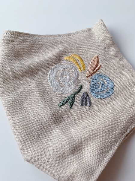 Embroidered facemask in beige