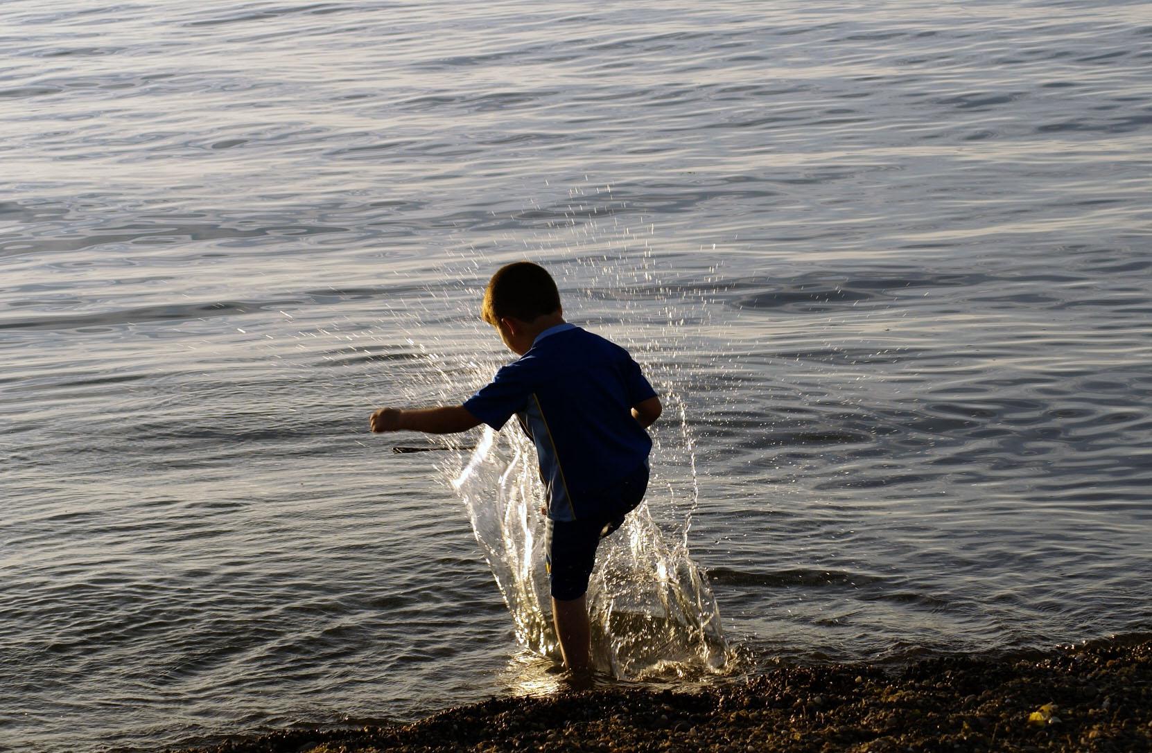 K_Brewer-Child play at Walnut Beach