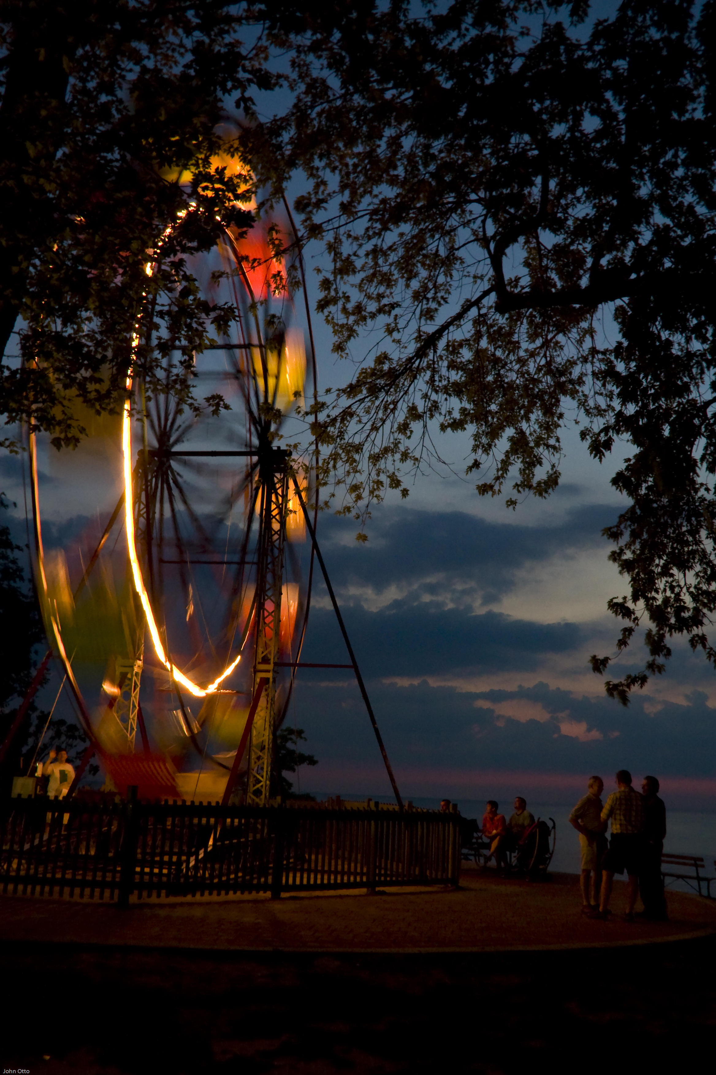 wheel_plaza_night
