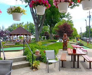The oldest miniature golf course in the US! These 18 holes have been entertaining thousands of visitors since 1924. Located on the Geneva-on-the-Lake strip. Open seasonally. Credit cards accepted.