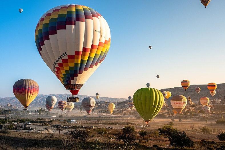 hot-air-balloons-4561267_1280.jpg