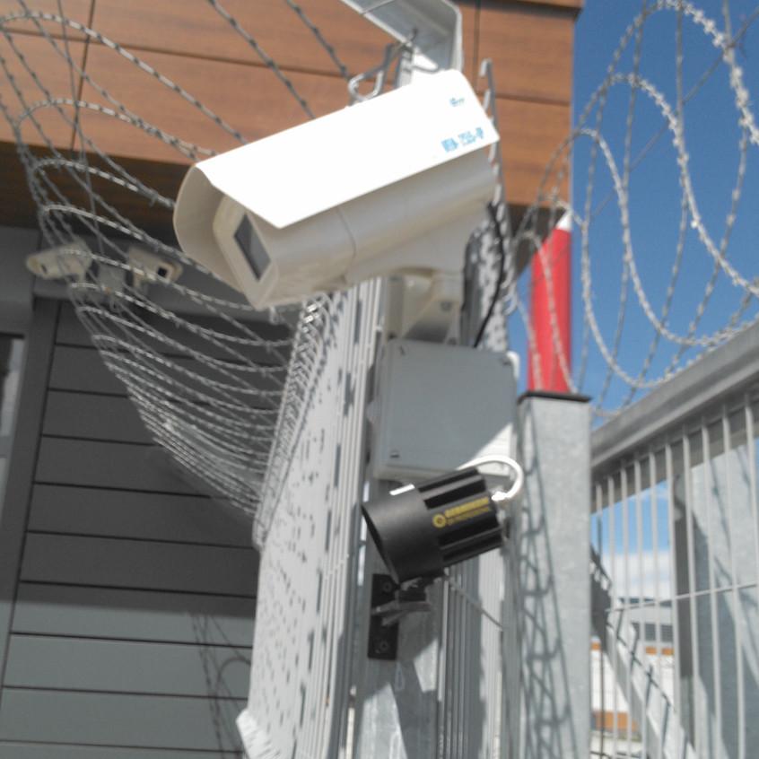 На заборе камера ЭВС