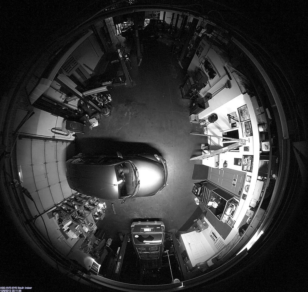 Ночь, камера, автосервис.