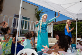 ELSA FROM FROZEN SINGS AT CHILDRENS PART