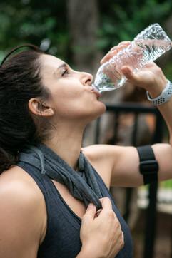 FEMALE ATHLETE DRINKING WATER WEARING NE