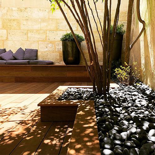 galets-noir-terrasse-bois-ipe.jpg