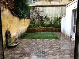 Petit-jardin-ville-pave