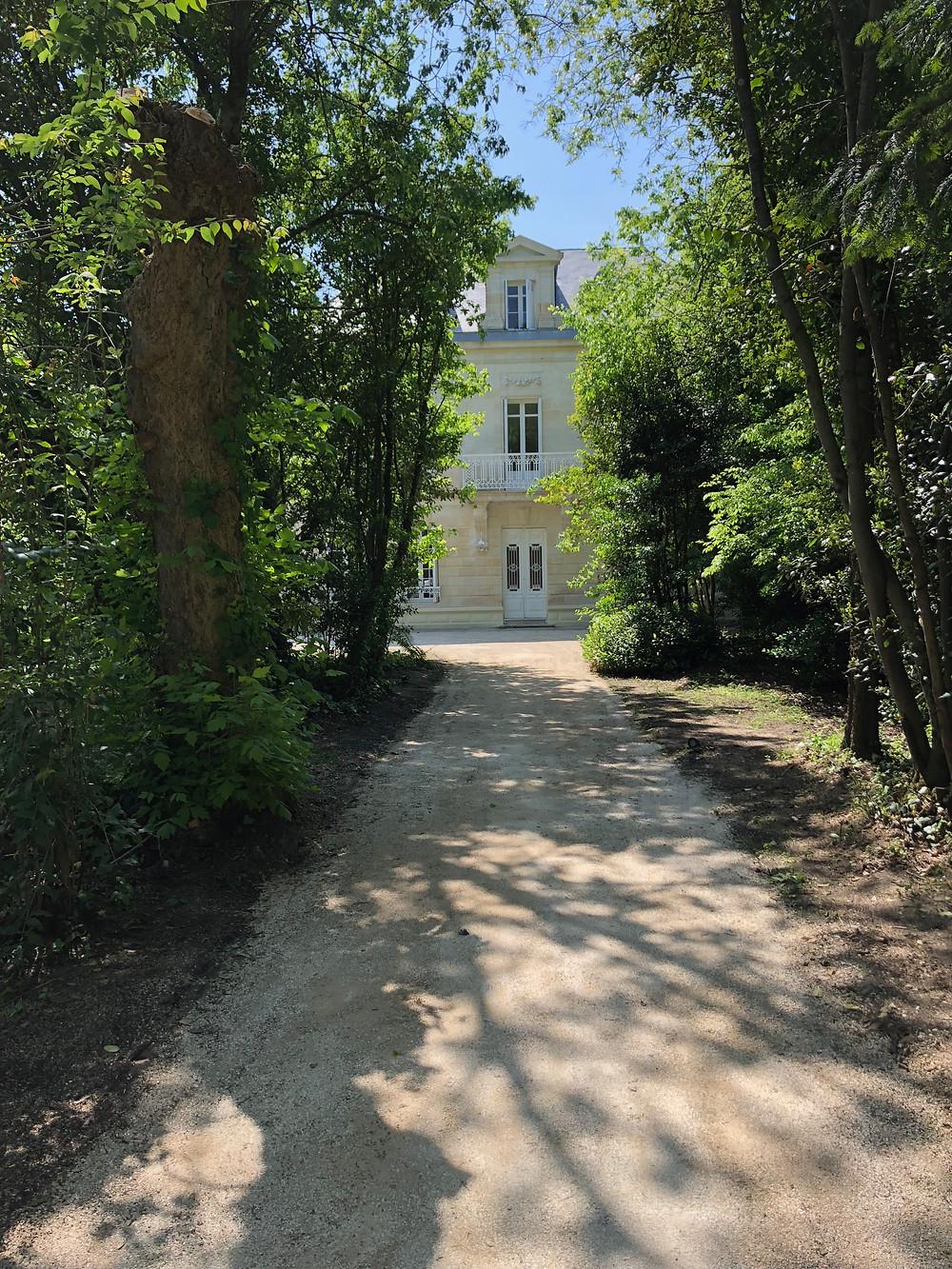 Réalisation d'une allée et d'un parking en calcaire compacté sur les boulevards de Bordeaux