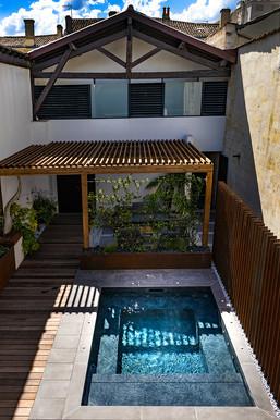 cour moderne-bassin-balneo