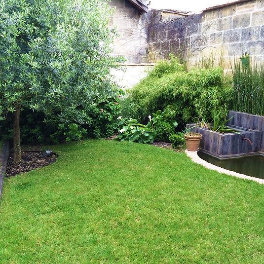Jardin de ville avec espace bassin situé dans le quartier st genès à Bordeaux