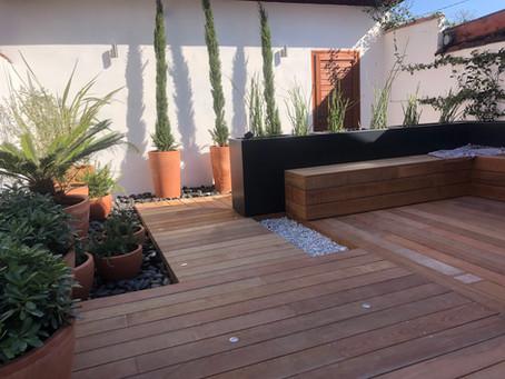 Aménagement d'une cour style méditerranéen / moderne