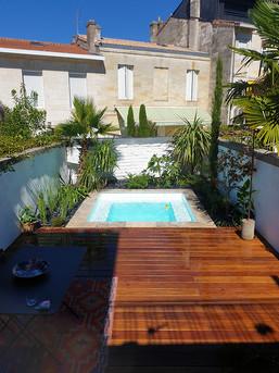 petit jardin ville piscine terrasse bois