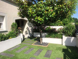 merignac-jardin-accueil-gazon-synthetiqu