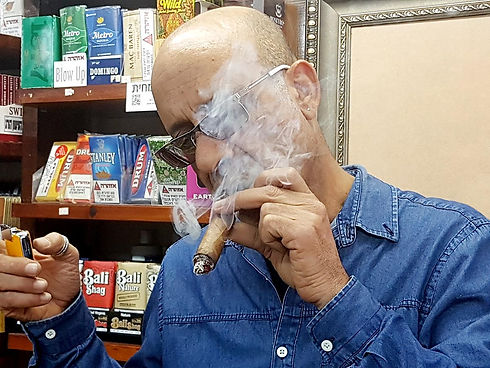 אש חנות סיגרים, עישון, טבק, אביזרי עישון וייעוץ של יורם בן דהן