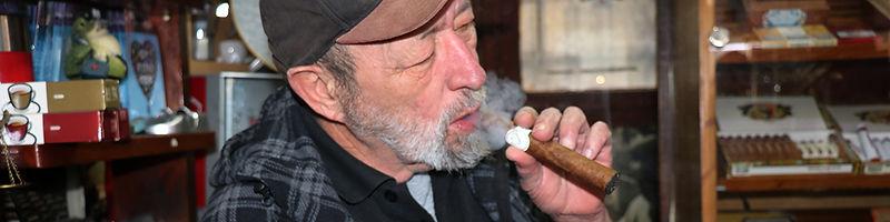 אש טבק חנות סיגרים, טבק וכל צרכי העישון