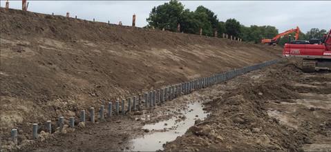 Zpevnění svahu, zpevnění půdy proti erozi, stavebnictví, stavba cest a silnic.