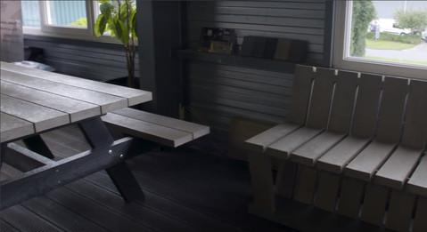 Lavice, stůl, sezení, venkovní mobiliář.