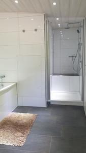 Badewanne mit Dusche.jpg
