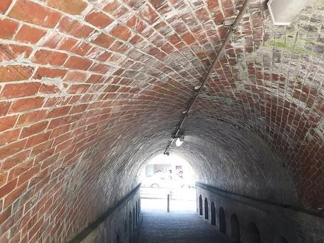 Nejiri-Manpo, Terowongan dengan Batubata Merah