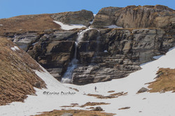 Le randonneur et la cascade
