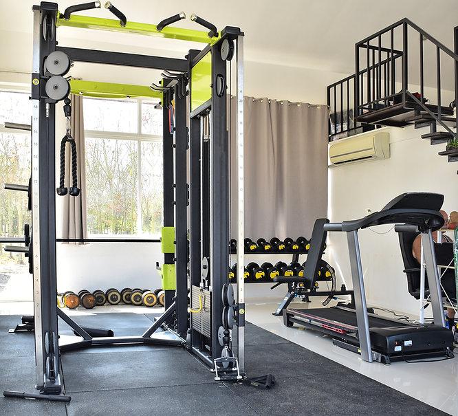 Salle de sport à domicile : gym à domicile dans une pièce de la maison
