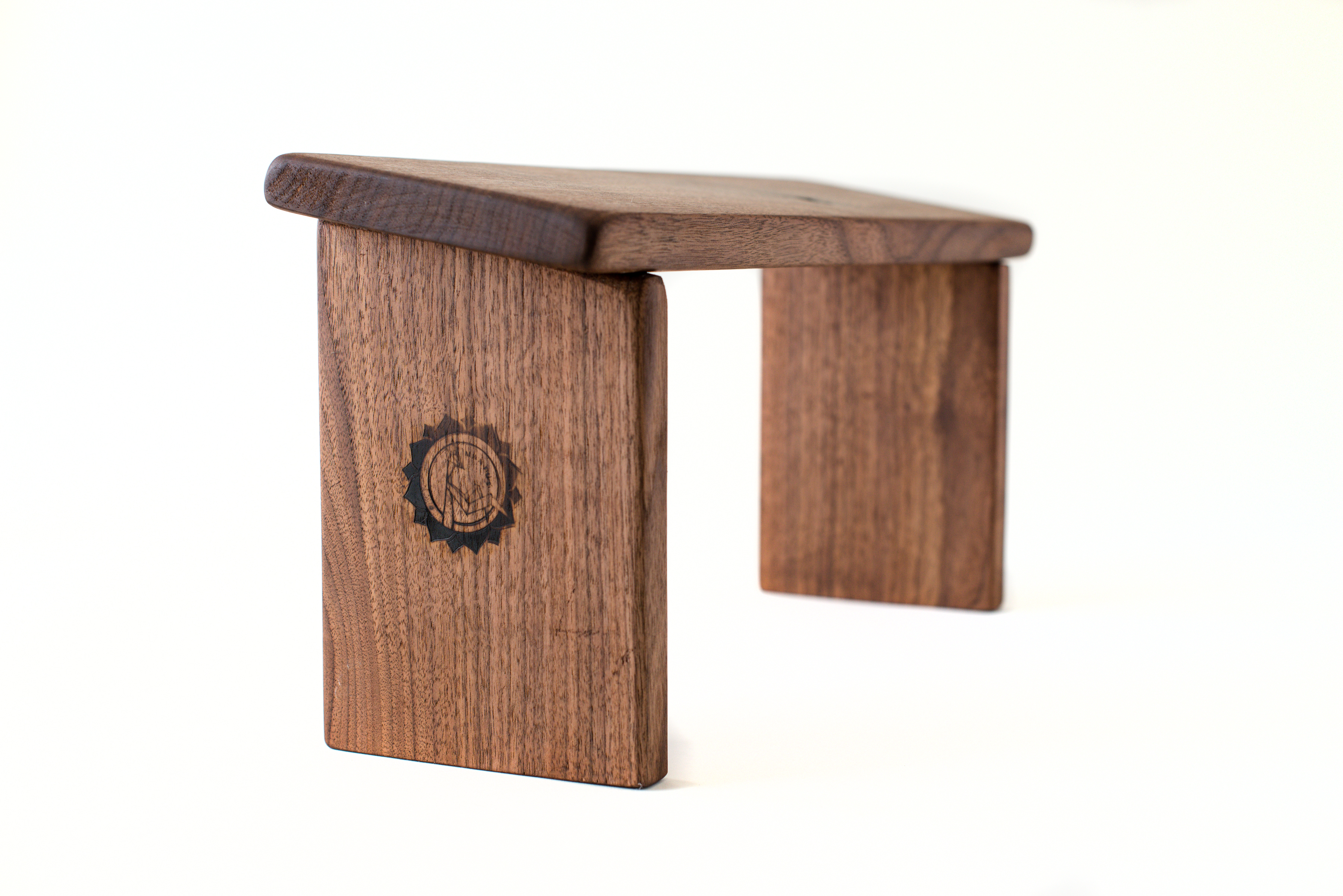 Mantus Meditation Bench