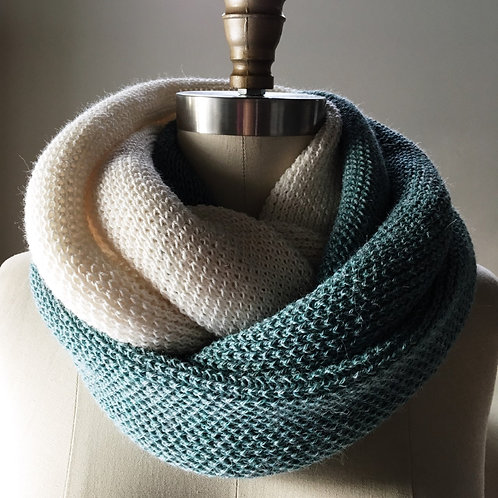 LUX Cowl in 100% fine baby llama - Snow White & Caribbean Breeze