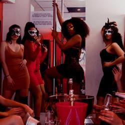 Filles au Bar a Hotesses à Lyon
