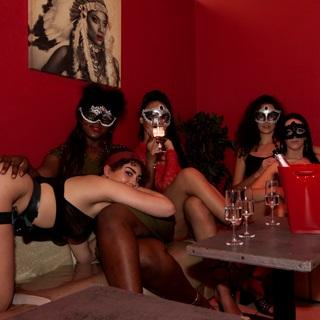 Belles femmes au Bar a Hotesses à Lyon
