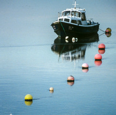 Buoys to the boat