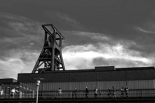 Zollverein Besucher vor Schacht XII
