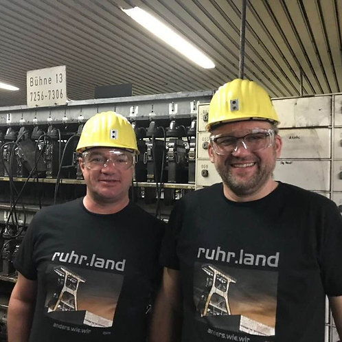 Jörg Küpperfahrenberg vor Grubenfahrt auf Prosper Haniel (mit Freund)