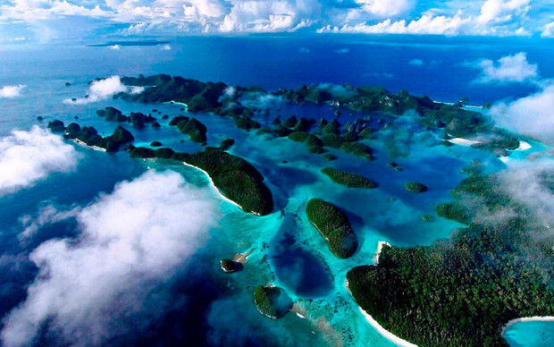 Raja-Ampat-Islands-Indonesia-beautiful-v