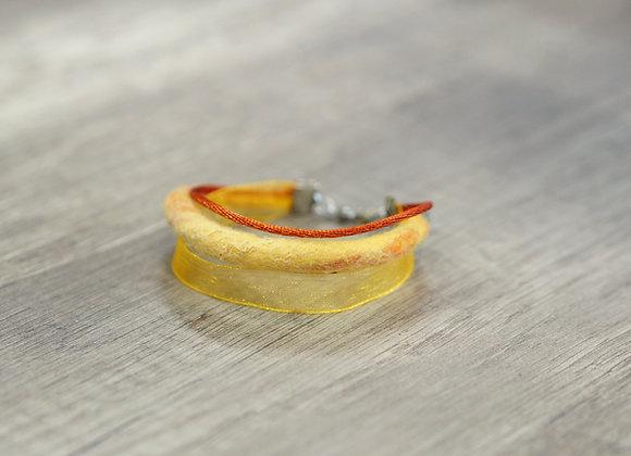Bracelet en cordon de laine feutrée et coton jaune/rouge