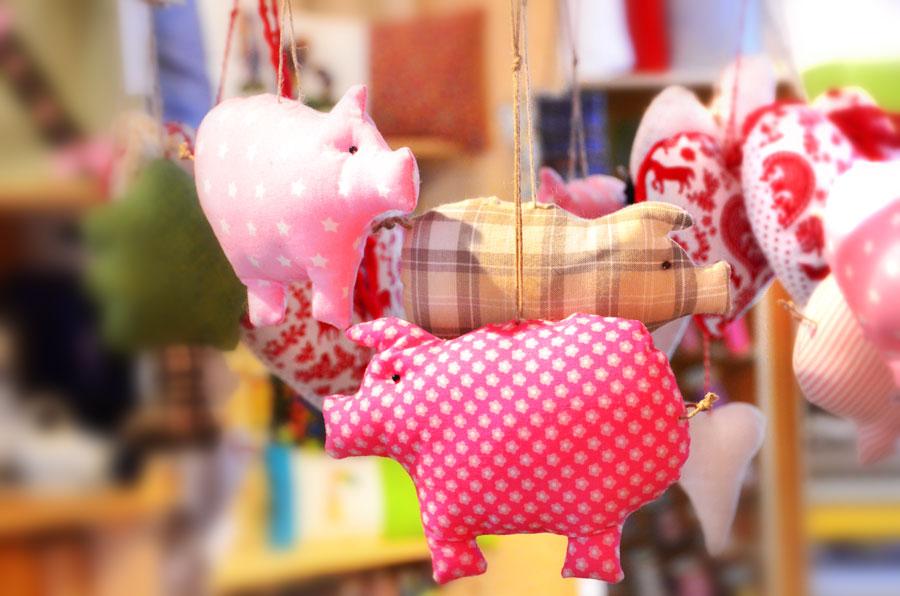Stoff-Schweinchen-Mobile