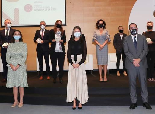 La Reina presidió la ceremonia de entrega de los Premios Nacionales de la Industria de la Moda.