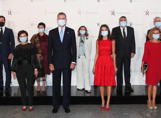 Los Reyes asisten al Teatro Real con motivo de la inauguración de la temporada número 24.