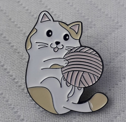 Kitty with Yarn Pin
