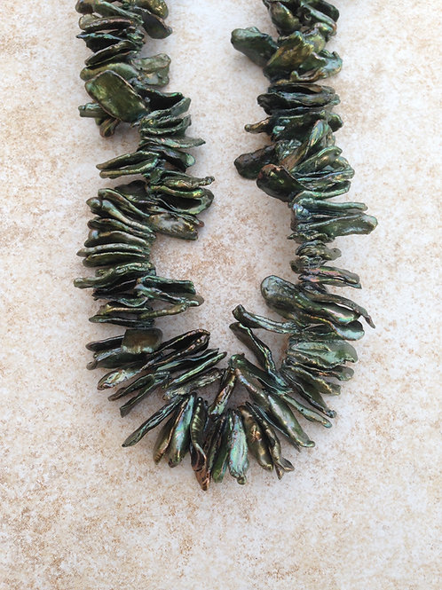 Dark Green Flake Pearl Necklace