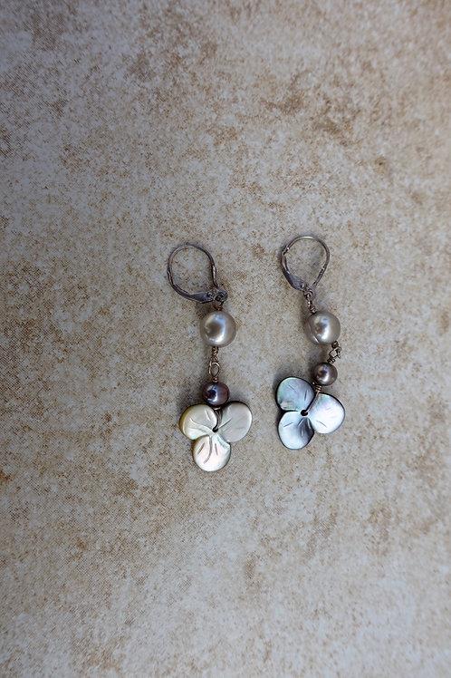 Black Shell Oyster Flower Earrings