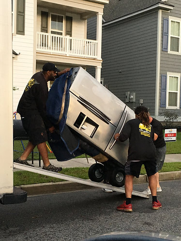 3 PROFESSIONAL MOVERS