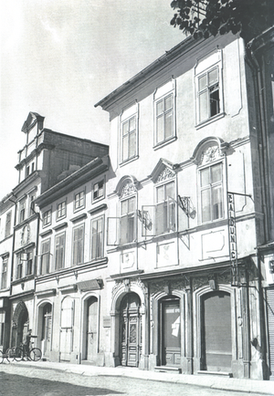 House at the Blue Grapes, Jesuit Street
